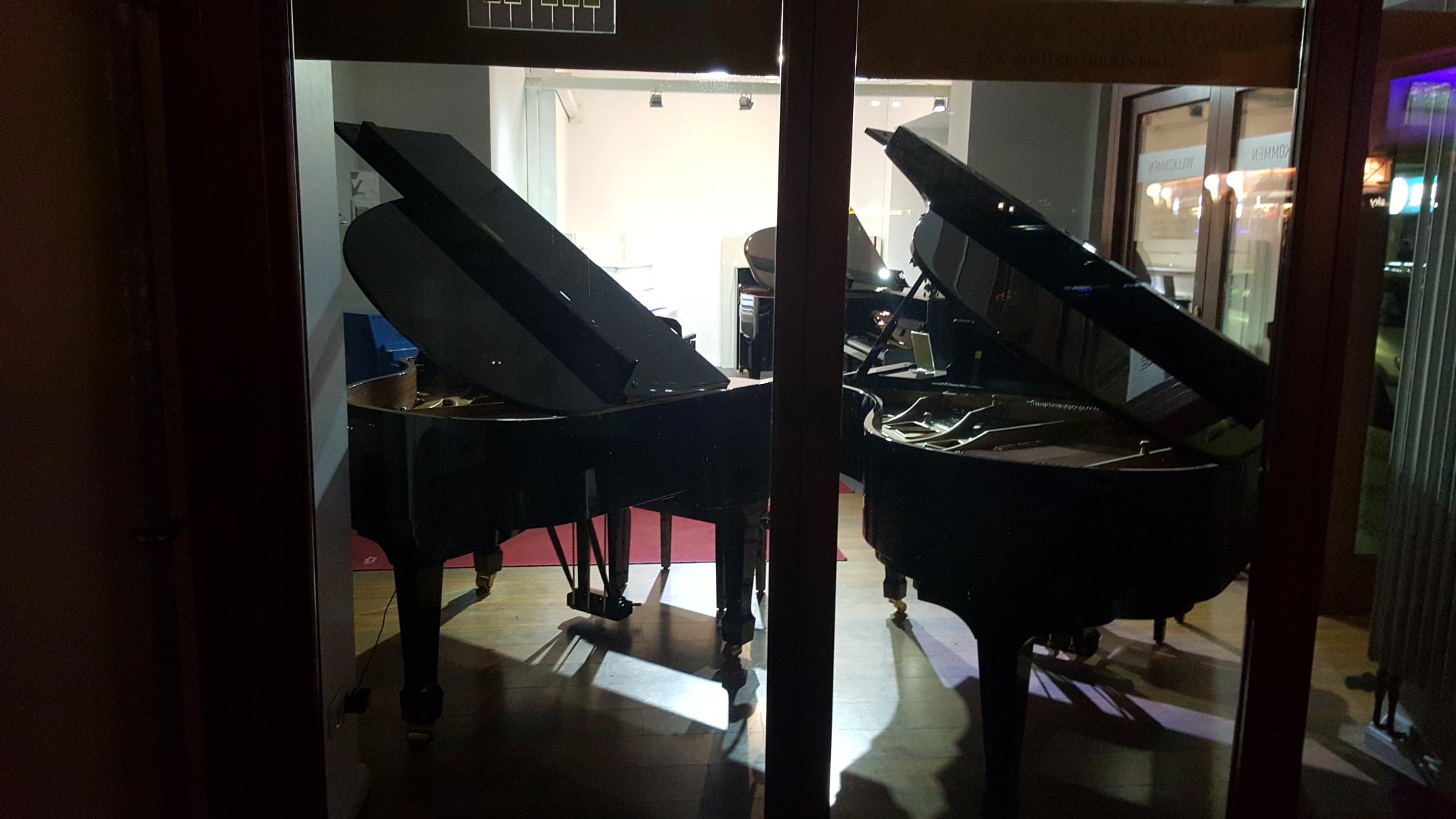 klaviere berlin 030 66933733 pianohaus listmann. Black Bedroom Furniture Sets. Home Design Ideas
